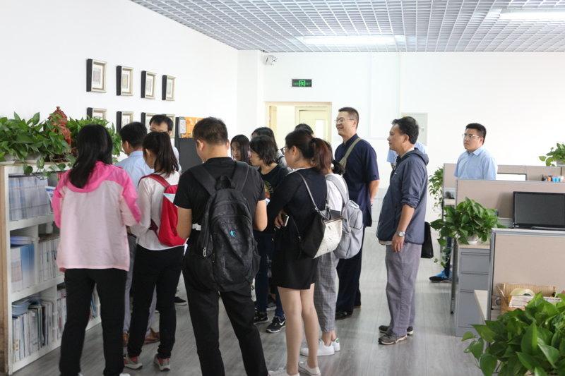 红外光谱分析培训班学员参观天津能谱
